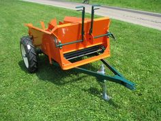 CCW |: Manure Spreader handles fine practical saw dust and wood chip bedding
