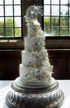 Cool horse wedding cake