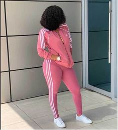 How to Look Classic Like Serwaa Amihere - 30 Outfits Office Outfits Women, 30 Outfits, Stylish Work Outfits, Curvy Girl Outfits, Chic Outfits, Classy Outfits, Short African Dresses, Latest African Fashion Dresses, African Print Fashion