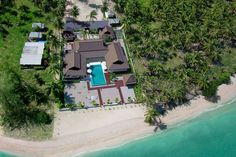 A hidden boutique gem right by one of the island's least developed beaches, Ban Laem Set offers hospitable staff and a large central swimming pool set with zen like gardens.  #banlaemset #samui #beachhouse #beachfront #thailand #holidaydestination