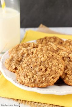 These Moist and Chewy Banana Oatmeal Cookies are hands down the best banana flavored cookie I've ever had. Moist & chewy for days and unmistakably banana-y! Chocolate Chip Cookies, Nutella Cookies Easy, Healthy Oatmeal Cookies, Banana Oatmeal Cookies, Oatmeal Cookie Recipes, Oatmeal Bars, Baked Oatmeal, Yummy Snacks, Delicious Desserts