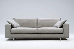 Sand 3-sits soffa – Bred armledare från Interface hos ConfidentLiving.se