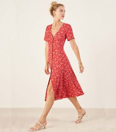 There are few places we love as much as Miami when it comes to style. Channel these stylish Miami outfits this summer. Short Beach Dresses, Sexy Dresses, Short Sleeve Dresses, Summer Dresses, Midi Dresses, Boho Dress, Dress Skirt, Wrap Dress, Look Fashion