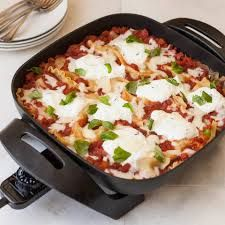 One Pot Lasagna Skillets Ground Beef New Skillet Lasagna Bella Housewares Easy Skillet Meals, Easy Meals, Skillet Cooking, Skillet Pan, Electric Frying Pan, Electric Skillet Recipes, Griddle Recipes, Skillet Lasagna, Cooking Recipes