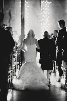 gorgeous shot of the Bride and her father walking down the aisle  Photography by jennanddavestark-portfolio.com