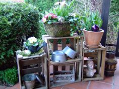 Herb Gardens Simple Tips Cottage Front Porches, Outside Decorations, Outdoor Flowers, Garden Bar, Pallets Garden, Interior Plants, Wooden Case, Space Crafts, Porch Decorating