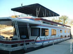 Sleep in a Houseboat on Lake Cumberland