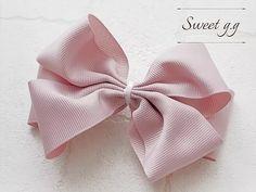 フリルたっぷりリボンの作り方 Hair Bow Tutorial, Handmade Beaded Jewelry, Ribbon Embroidery, Ribbon Bows, Hair Bows, Diy And Crafts, Sewing Projects, Hair Accessories, Manila