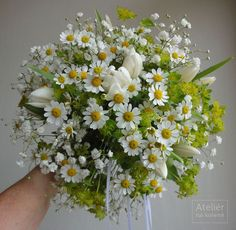 stuck with this lovely style & combination Daisy Bouquet Wedding, Simple Wedding Bouquets, Flower Girl Bouquet, Simple Weddings, Wedding Flowers, Beautiful Flower Arrangements, Floral Arrangements, Beautiful Flowers, Daisy Crown