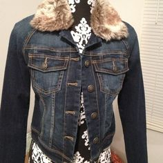 Jessica Simpson jean jacket traded yehudis Removable color never worn Jessica Simpson Jackets & Coats
