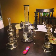 Taking a second to appreciate the clean glass. @diamondglassinc @badassglass_  always supplies the best scientific glass so remember to clean your rigs and #stayhigh #fueledbythc #bong #diamondglass #glassbong #glassgang #420 #420 #weed #cannabis #cannabiscommunity #whatyousmokingon    #Regram via @dam5442)