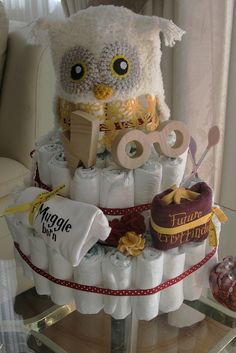 Put a magical spin on the traditional diaper cake. 15 Magical Ideas For Throwing The Perfect Harry Potter-Themed Baby Shower Baby Harry Potter, Harry Potter Baby Shower, Harry Potter Fiesta, Deco Harry Potter, Harry Potter Nursery, Harry Potter Theme, Harry Potter Baby Clothes, Idee Baby Shower, Regalo Baby Shower