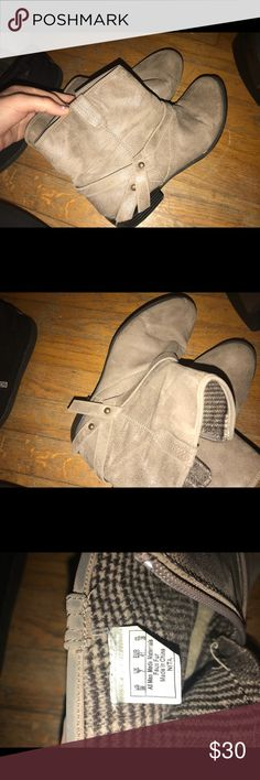 tan boots with bow on the side tan ankle boots with bow on the side. the left boot has a slight chip on the front but other than that they're in perfect condition! only worn a few times. Shoes Ankle Boots & Booties