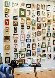 A falon látható képek, mind arra várnak, hogy megtalálják leendő otthonukat. Ezeket a kis másképeket mi festettük, rajzoltuk, kereteztük nektek. Illetve egy nagy képeslap gyűjtemény is feldolgozásra került. Photo Wall, Gallery Wall, Dining Room, Frame, Home Decor, Pallets, Picture Frame, Photograph, Decoration Home
