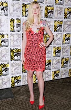 Elle Fanning looks fun and flirty in this ultra girly dress. // #RedCarpet #ComicCon