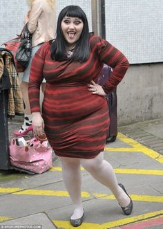 Beth Ditto can't stop posing in figure-hugging dress Plus Size Rockabilly, Beth Ditto, Plus Size Bodies, Dressed To The Nines, Body Love, Kinds Of Clothes, Plus Size Fashion, Fat Fashion, Big And Beautiful