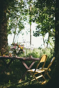Picnic table under the trees Outdoor Dining, Outdoor Spaces, Outdoor Decor, Dream Garden, Home And Garden, Outside Living, Al Fresco Dining, Home And Deco, Decoration Table