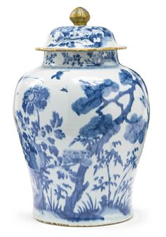 A Chinese Export porcelain blue and white jar and cover, Qing dynasty, 18th…