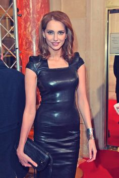 Frederique Bel in Jitrois Stretch Leather dress Tight Dresses, Sexy Dresses, Fashion Dresses, Leder Outfits, Black Leather Dresses, Leather Skirt, Elegantes Outfit, Latex Dress, Latex Fashion