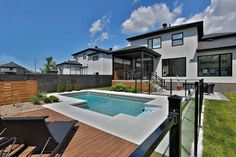 Greyish coping with decking! Backyard Plan, Backyard Seating, Backyard Patio, Bungalow Decor, Home Reno, Pool Landscaping, Pool Houses, Outdoor Living, Swimming Pools