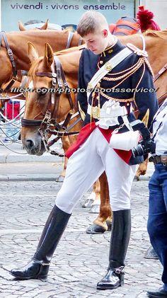Vente en Gros men military t shirts Galerie Cop Uniform, Men In Uniform, Sports Uniforms, Bear Men, Military Men, Equestrian Style, Mode Inspiration, Guys And Girls, Gorgeous Men