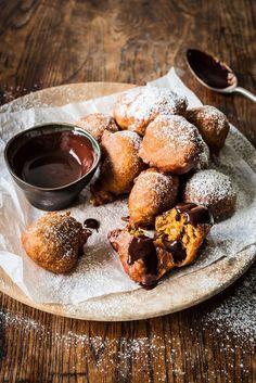 Spiced pumpkin drop doughnuts with a dark chocolate dipping sauce Donuts, Pumpkin Spice, Spiced Pumpkin, Pumpkin Recipes, Almond Coconut Cake, Silvester Snacks, Oat Chocolate Chip Cookies, Raspberry Macaroons, Cinnamon Sugar Pretzels