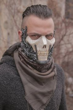 THE RΛIDER▬ ᴄʀᴇᴀᴛᴏʀ IVAN KING ʏᴇᴀʀ 2017 Half face skull mask made in resin Completely handmade and handpainted One size only (standard male size) You can custom your colors! Just write them in the note section of the purchase - # Character Concept, Concept Art, Character Design, 3d Character, Estilo High Tech, Theme Carnaval, Fu Dog, Half Face Mask, Face Masks
