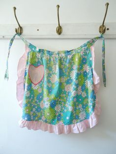 pretty pinnies - tons of cute aprons on this post!