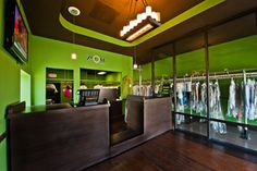 great color scheme , note dark floors n The Green Dry Cleaning Business, Laundry Business, Mango Ideas, Laundry Shop, Store Plan, Green Color Schemes, Clean Clean, Front Design, Clean Design
