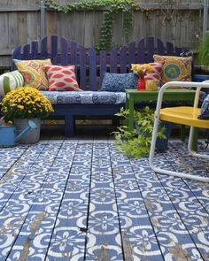 Washable rugs for beautiful outdoor spaces – Nina's Apartment Painted Cement Patio, Painted Wood Floors, Painted Rug, Wood Patio, Patio Rugs, Concrete Patio, Backyard Patio, Diy Patio, Patio Ideas