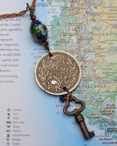 Chile, Vintage Coin Necklace - - Un Peso - - 1933 - Large Coin - Old Money… Key Jewelry, Wire Jewelry, Jewelry Crafts, Jewelry Art, Beaded Jewelry, Vintage Jewelry, Handmade Jewelry, Jewelry Necklaces, Jewelry Design