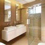 Saiba como decorar um banheiro pequeno e simples e tenha um lindo banheiro na sua casa! Veja fotos e saiba como decorar o banheiro gastando pouco!