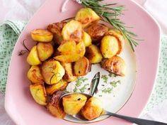 Valkosipuli-rosmariinipaahdetut perunat / Garlic and rosemary roasted potatoes / Kotiliesi.fi