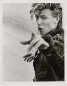 Bowie by Herb Ritts. Bowie definitely showed me that it is okay to be whoever you feel the need to be; David Bowie, ladies and gentlemen. Angela Bowie, Pop Rock, Rock And Roll, The Thin White Duke, Black White, Herb Ritts, Foto Poster, Ziggy Stardust, Celebrity Portraits
