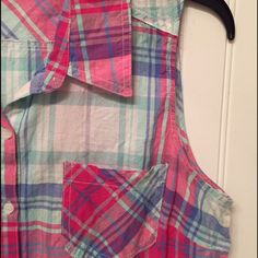 Spring plaid button up Cute spring/Summer button up! With a tie at the bottom!!!!  Jrs size L Tops Crop Tops