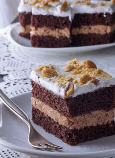 Prajitura cu crema de ciocolata si alune Something Sweet, Tiramisu, Cakes, Ethnic Recipes, Food, Kitchens, Cake Makers, Kuchen, Essen