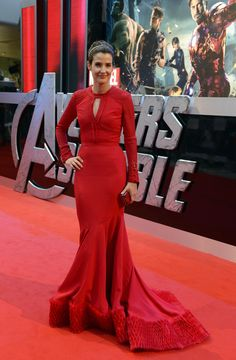 Cobie Smulders - Height:173 cm, Weight: 64 kg