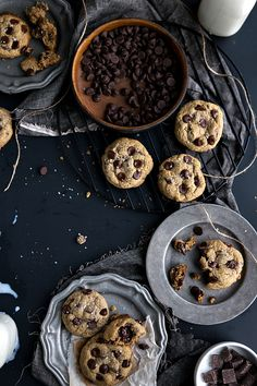 The best ever flourless + healthy chocolate chip cookies. These cookies have no butter, white flour, or refined white sugar. Gourmet Cookies, Healthy Cookies, Healthy Desserts, Baking Cookies, Flourless Chocolate Chip Cookies, Choco Chip Cookies, Flowerless Cookies, Cookie Recipes, Dessert Recipes