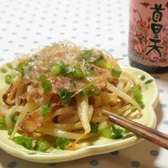 さっと一品☆もやしとベーコンの梅味噌炒め Spaghetti, Ethnic Recipes, Food, Essen, Meals, Yemek, Noodle, Eten