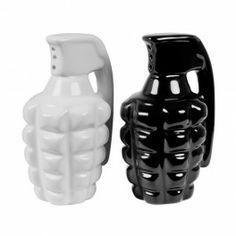 Grenades S&P set Nr. kat.: 1554  Każde danie żeby było bombowe wymaga odpowiednich przypraw. Użyj odpowiedniego granatu, aby wydobyć eksplozję smaku.