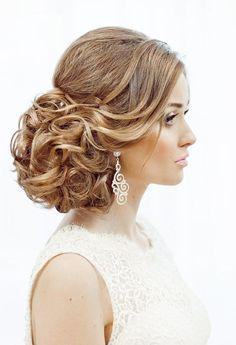 coiffure pour mariage élégante - le gros chignon sur le côté est très à la mode