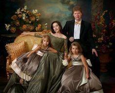 Elegant family portrait of William Branson III. Family Photo Studio, Studio Family Portraits, Royal Family Portrait, Family Portrait Painting, Portrait Studio, Pose Portrait, Family Portrait Poses, Family Posing, Portrait Ideas