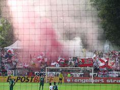 Pyrotechnik im Fanblock des VfB Stuttgart während des DFB-Pokalspiels gegen den SV Falkensee-Finkenkrug im Karl-Liebknecht-Stadion in Potsdam.