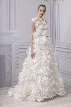 Monique LHUILLIER Collection Bridal Spring 2013  Robe de mariée   http://lamarieeencolere.com/post/23467906048/robedemariage#