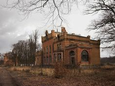 lost places Berlin -Herrenhaus und Kornspeicher in Gentzrode