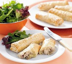 Chicken and Mushroom Phyllo Rolls. Chicken and mushroom filo rolls is the healthy food which is served up in individual cigar-shaped rolls. Easy Chicken Pot Pie, Mushroom Chicken, Chicken Recipes, Mushroom Pasta, Mushroom Fungi, Chicken Meals, Pasta Recipes, Dinner Recipes, Chicken Filo Parcels