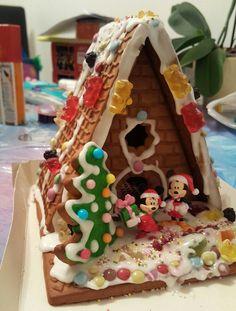 Wie in jedem Jahr gibt es auch in dieser Vorweihnachtszeit ein Lebkuchenhaus für die Kinder. Die Auswahl an Bausätzen ist enorm und fast jede bekannte Marke hat Ihr eigenes Lebkuchenhaus zum Zusamm…