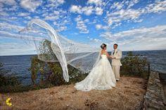Velo estilo catedral, logra fotos increíbles para tu boda en playa por Bodas Huatulco Beach Wedding Hair, Wedding Hairstyles, Hair Styles, Bridal Veils, Wedding Hair Styles, Amazing Photos, Linen Suit, Beach Weddings, Brides