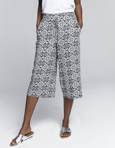 Whether you're looking to upgrade your work wardrobe or simply find a pair that offers both style &comfort, from slim fit to cropped, you'll find it at Miladys. Work Wardrobe, Tile, Clothes For Women, How To Wear, Pants, Fashion, Outerwear Women, Trouser Pants, Moda
