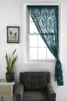 Absolutely love these curtains. Would be beautiful in any room in the house, but the guest room is coming to mind first! Chocolate brown imstead of teal in the middle with a white lace on each side Country Interior Design, Apartment Interior Design, Interior Decorating, Unique Curtains, Lace Curtains, Home Living Room, Living Room Designs, Wood Home Decor, Home Decor Inspiration